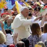 manuwebtv-Papa-Francesco-saluta-pellegrini-benedice-Cammino-Perdono